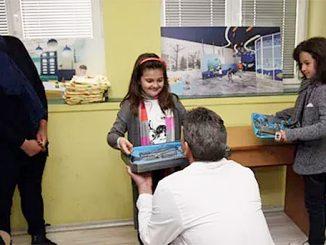 Деца от Троян дариха инструменти за клиниката.